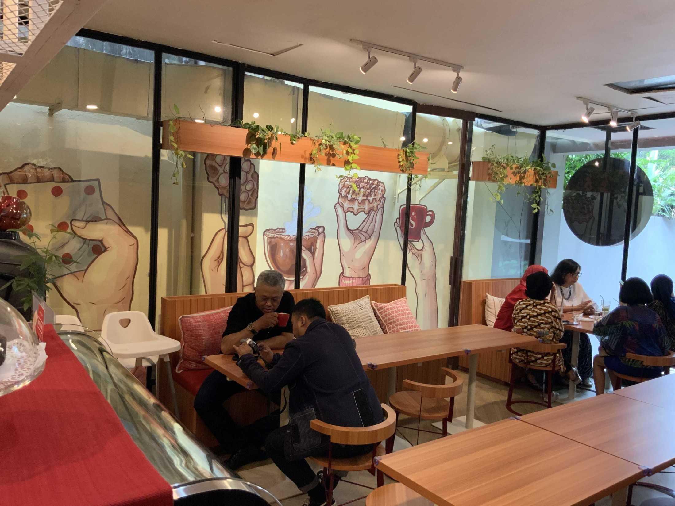 Bito Interior Design N Build Singgah Kitchen & Coffee Jl. Pakubuwono Vi No.2, Rt.1/rw.4, Gunung, Kec. Kby. Baru, Kota Jakarta Selatan, Daerah Khusus Ibukota Jakarta 12120, Indonesia Jl. Pakubuwono Vi No.2, Rt.1/rw.4, Gunung, Kec. Kby. Baru, Kota Jakarta Selatan, Daerah Khusus Ibukota Jakarta 12120, Indonesia Bito-Interior-Design-N-Build-Singgah-Kitchen-Coffee  90040