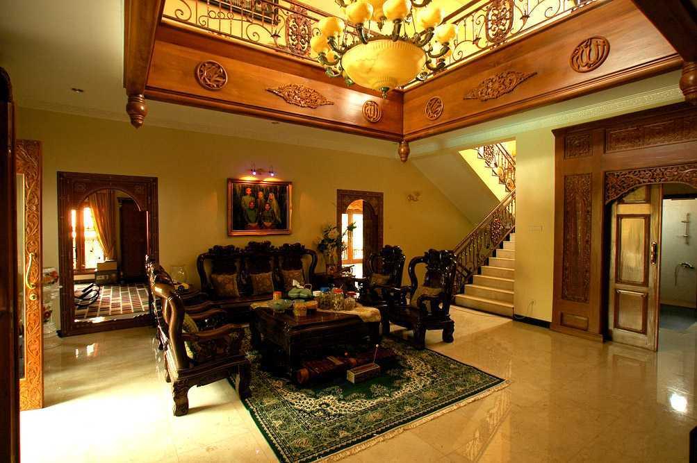 Foto inspirasi ide desain ruang keluarga asian Triplus-homes-mt-house oleh Triplus Homes di Arsitag