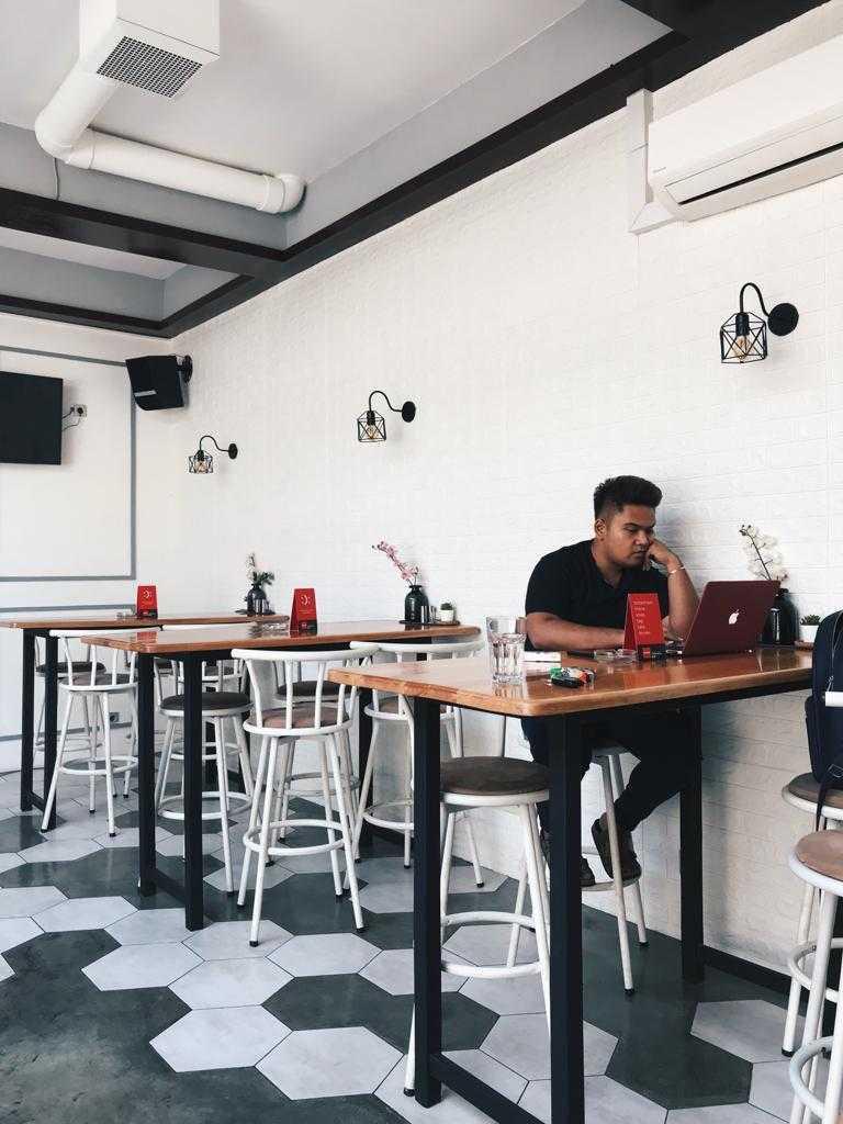 Renovatio.dc Hideout Cafe & Lounge Gading Serpong, Jl. Boulevard Raya Gading Serpong, Klp. Dua, Kec. Klp. Dua, Tangerang, Banten 15810, Indonesia Gading Serpong, Jl. Boulevard Raya Gading Serpong, Klp. Dua, Kec. Klp. Dua, Tangerang, Banten 15810, Indonesia Renovatiodc-Hideout-Cafe-Lounge  110261