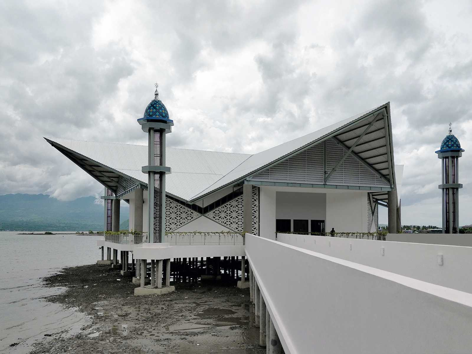 Bramasta Redy Masjid Apung Amahami Bima, Nusa Tenggara Bar., Indonesia Bima, Nusa Tenggara Bar., Indonesia Tampak Luar  65769
