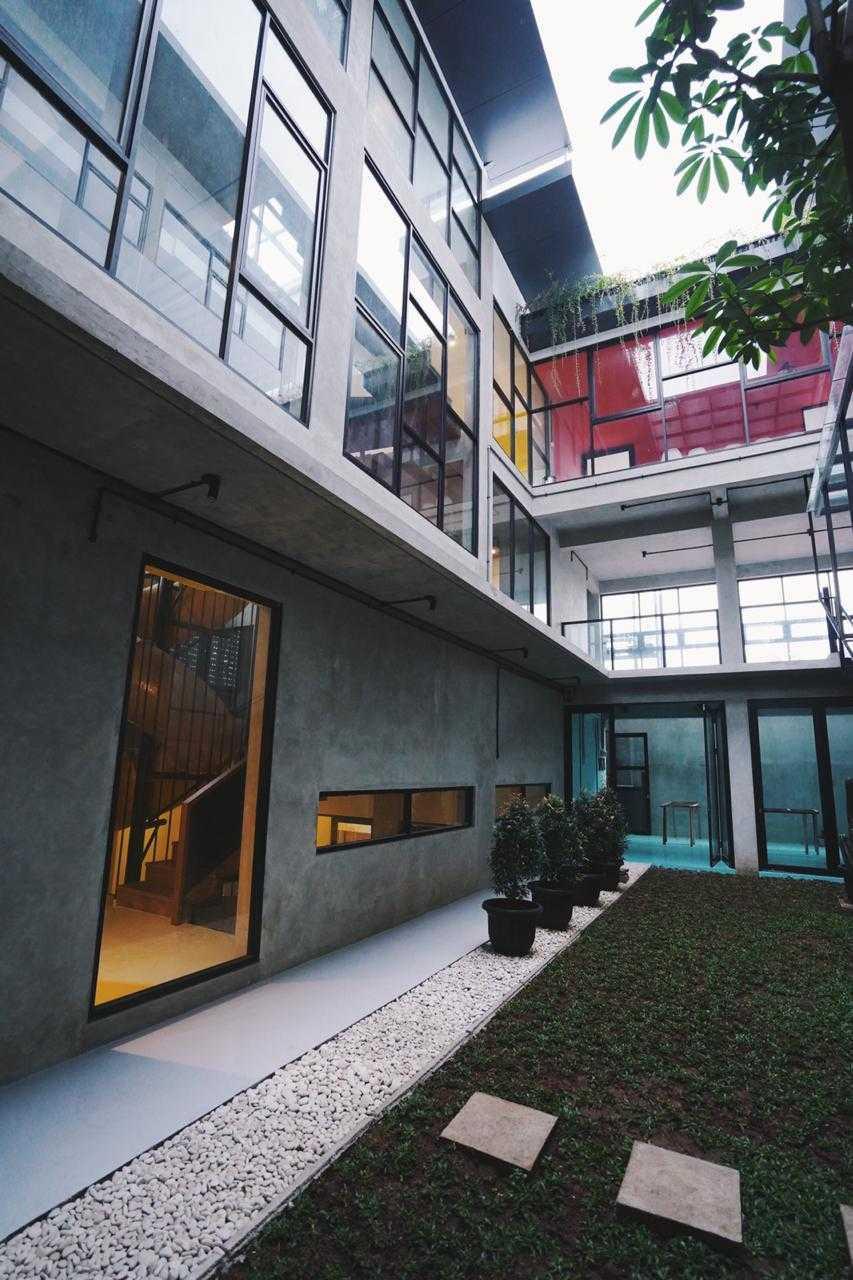 Foto inspirasi ide desain taman industrial Whai-studio-loophaus oleh WHAI Studio di Arsitag