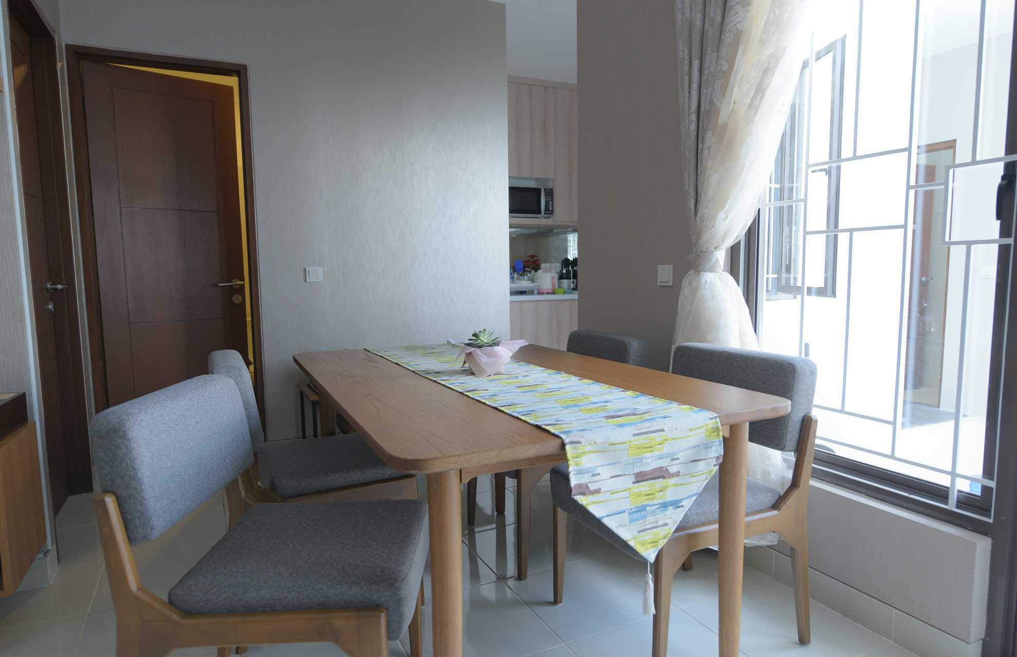 Home By Fabelio.com Premier Terrace Ciracas House Jalan Raya Ciracas, Rt.2/rw.5, Ciracas, Kota Jakarta Timur, Aceh 13740, Indonesia Jalan Raya Ciracas, Rt.2/rw.5, Ciracas, Kota Jakarta Timur, Aceh 13740, Indonesia Dining Room Scandinavian 54123