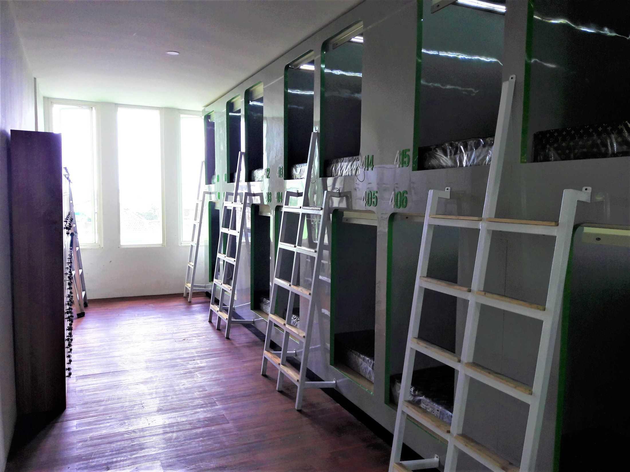 Project Hotel Kapsul Kotak desain arsitek oleh Metom ...