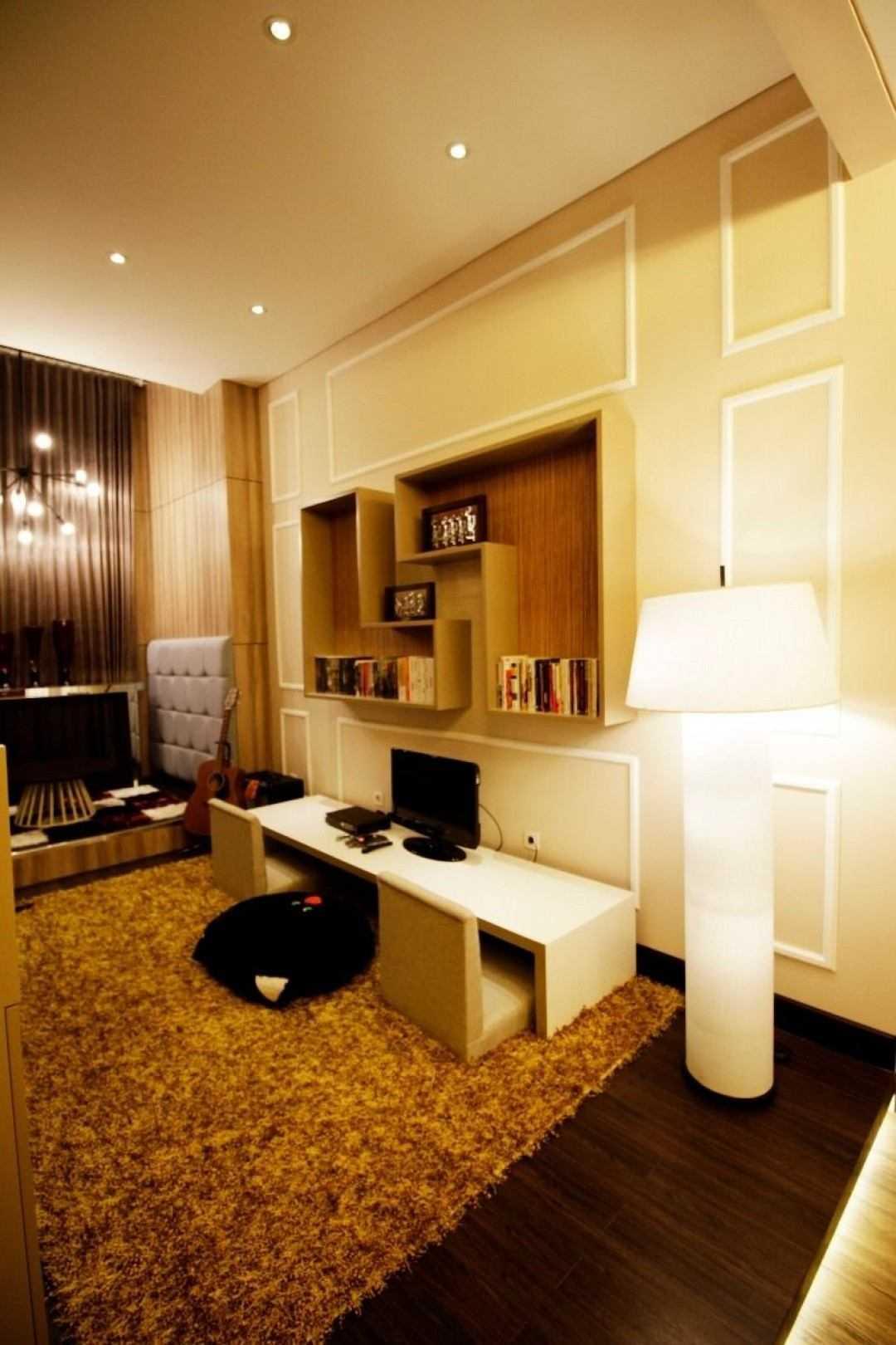 Kottagaris Interior Design Consultant Mr L Residence Surabaya, Kota Sby, Jawa Timur, Indonesia Surabaya, Kota Sby, Jawa Timur, Indonesia Dining Room Klasik 54612