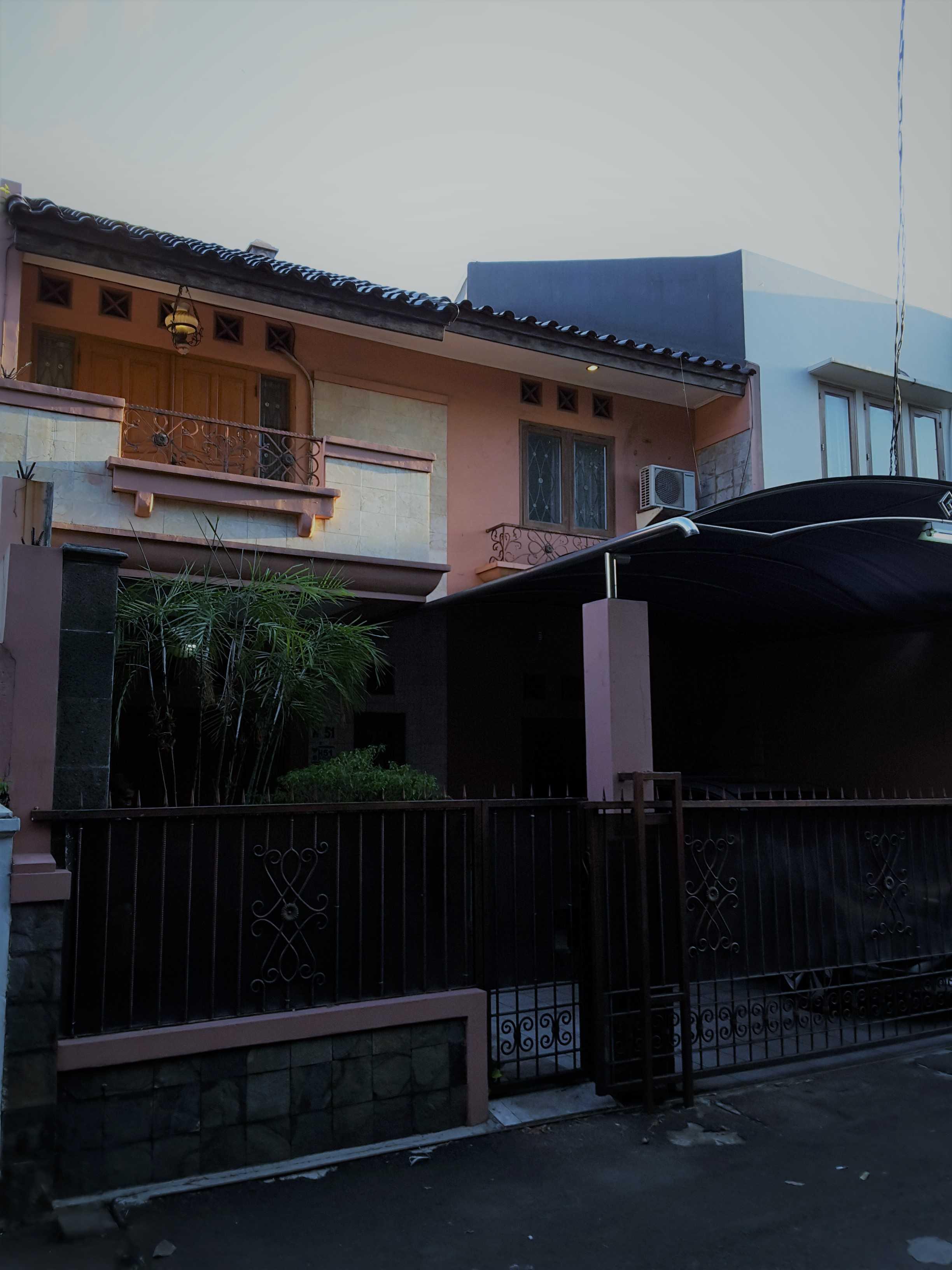 Vaastu Studio     House Park Renovation - Slipi. West Jakarta Slipi . Jakarta Barat - Jakarta . Indonesia Slipi . Jakarta Barat - Jakarta . Indonesia Facade  <P>Tampak Depan Sebelum Renovasi</p> 26512