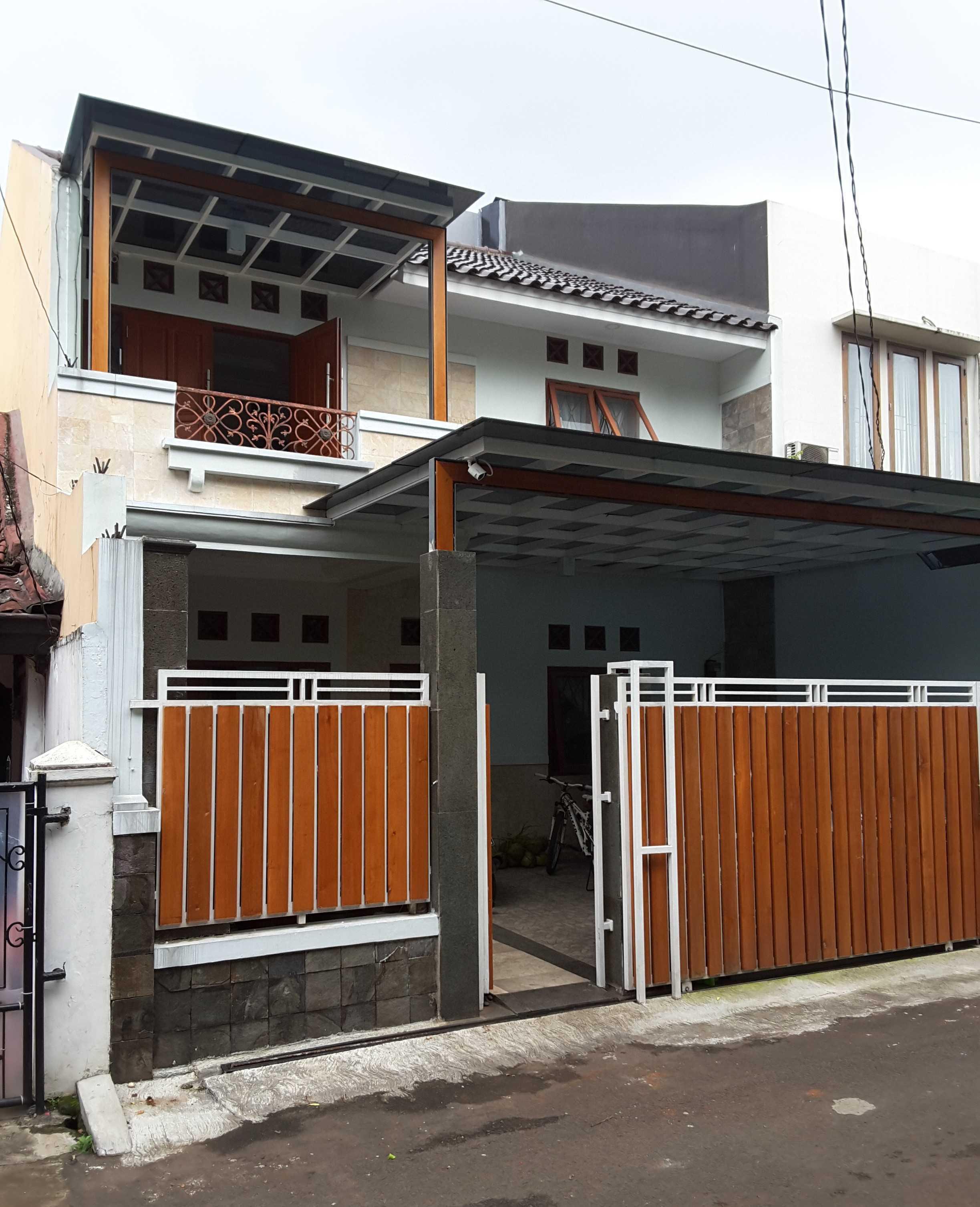 Vaastu Studio     House Park Renovation - Slipi. West Jakarta Slipi . Jakarta Barat - Jakarta . Indonesia Slipi . Jakarta Barat - Jakarta . Indonesia Front View  <P>Foto Setelah Renovasi</p> 26520