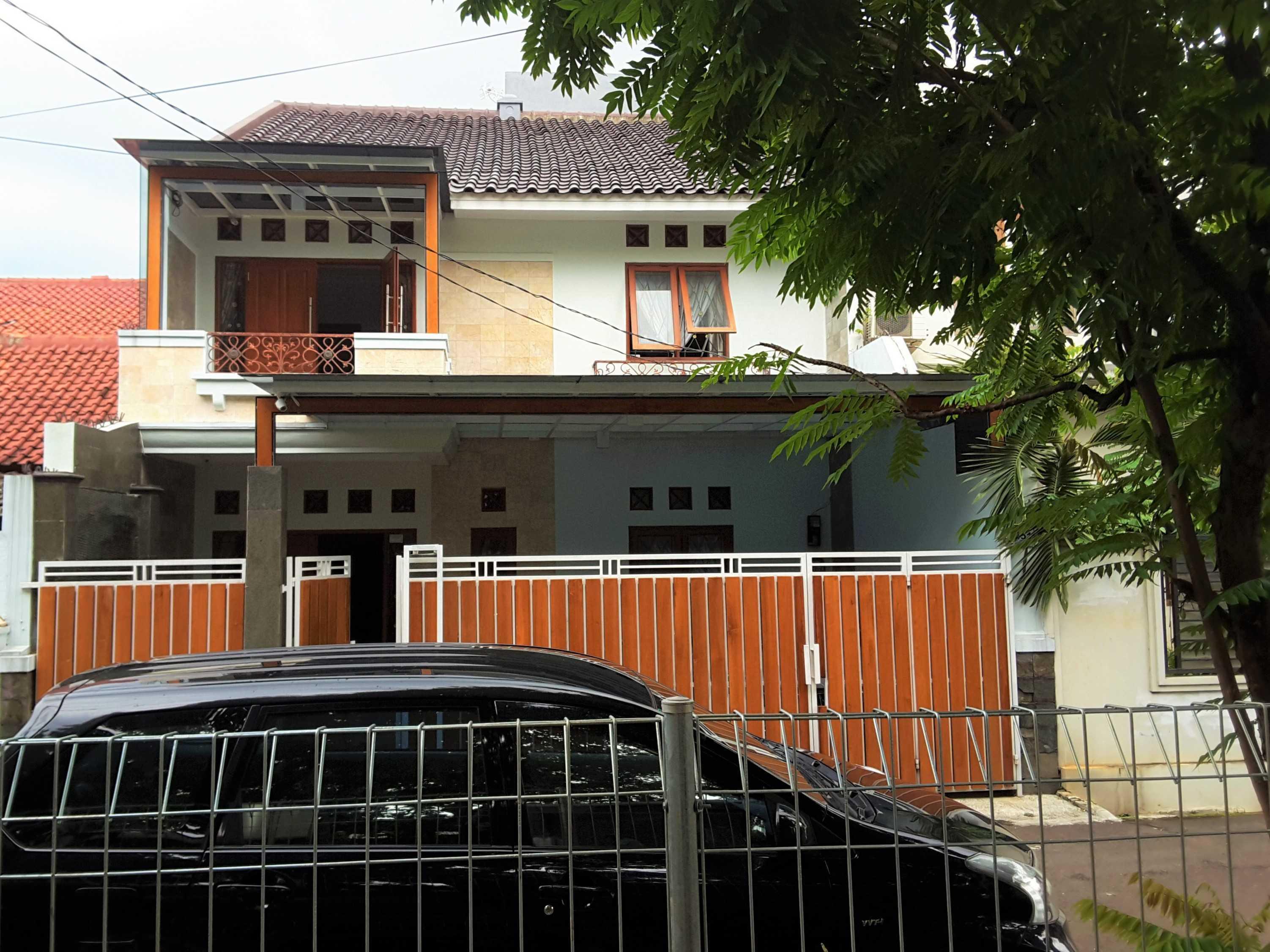 Vaastu Studio     House Park Renovation - Slipi. West Jakarta Slipi . Jakarta Barat - Jakarta . Indonesia Slipi . Jakarta Barat - Jakarta . Indonesia Front View  <P>Tampak Depan Setelah Renovasi</p> 26521