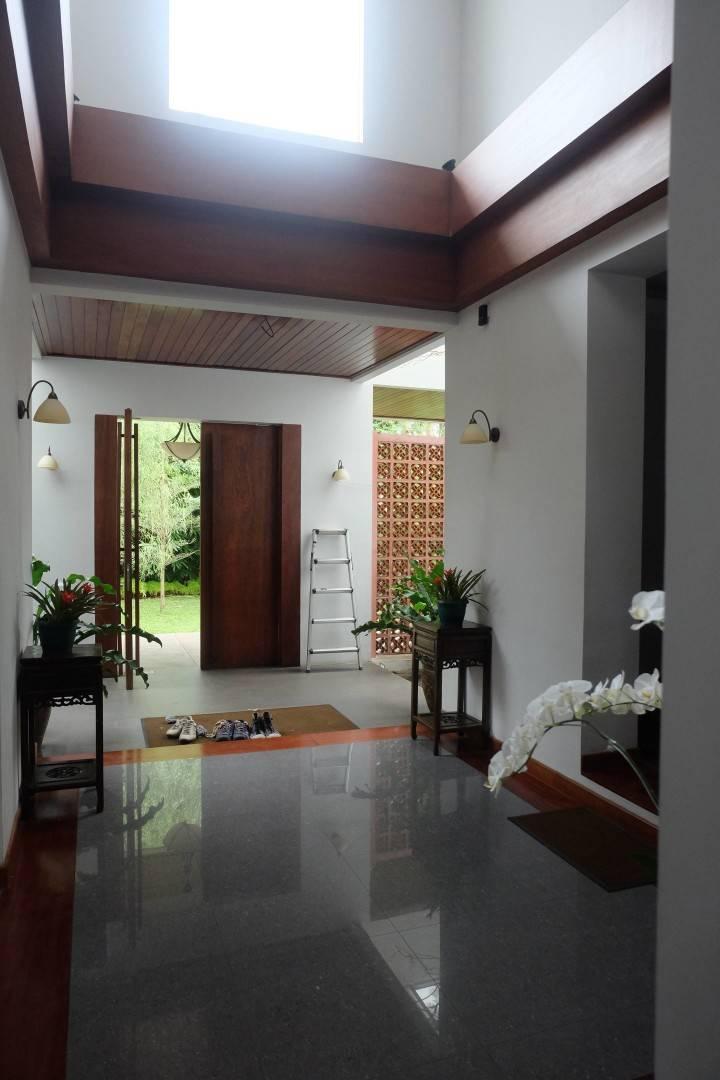 Raw Architecture Pangkalan Jati House Pangkalan Jati, Jakarta, Indonesia Pangkalan Jati, Jakarta, Indonesia Entrance Door Kontemporer  1577