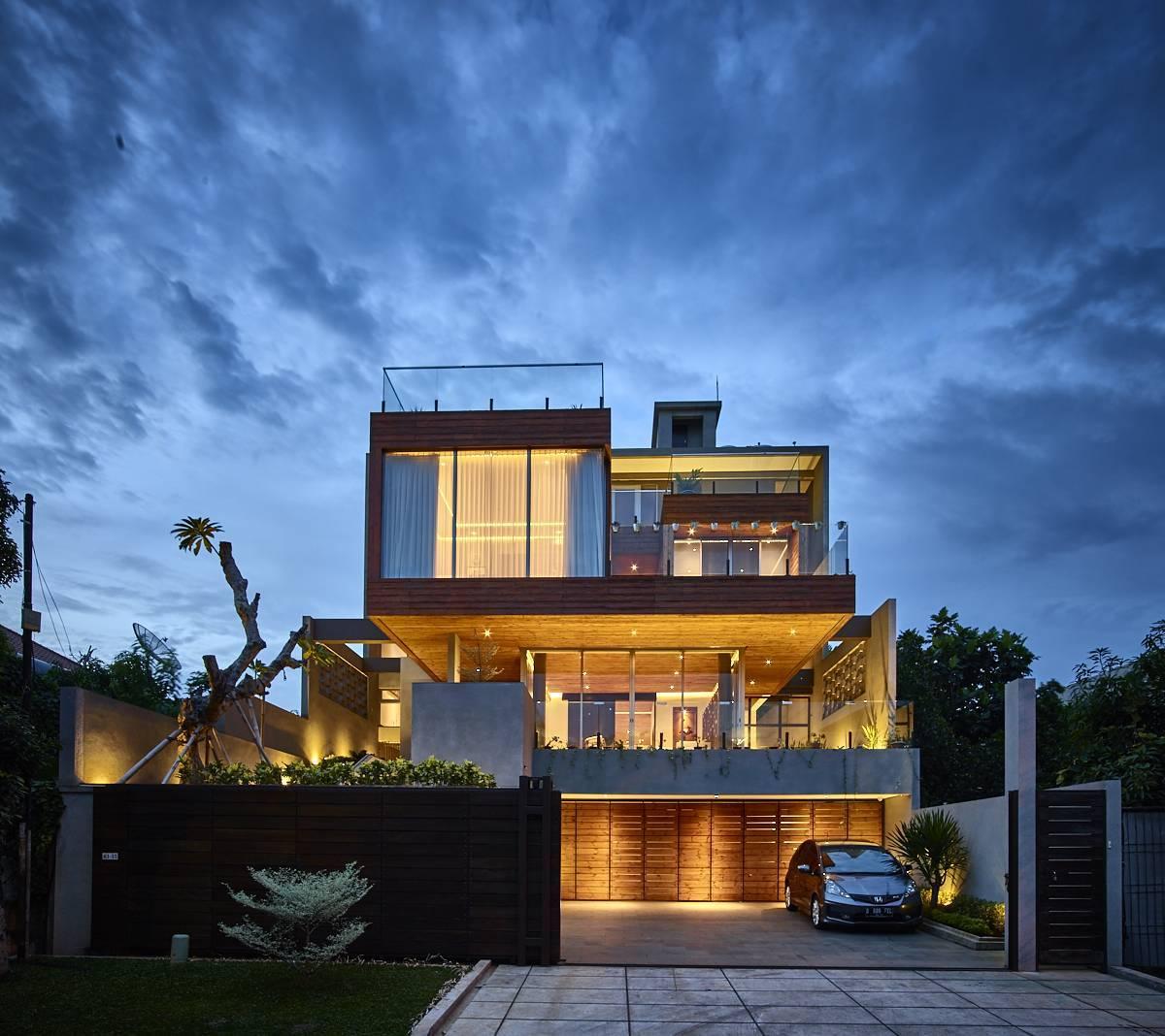 Raw Architecture Kembang Murni House West Jakarta, Indonesia West Jakarta, Indonesia Night Front View   1600