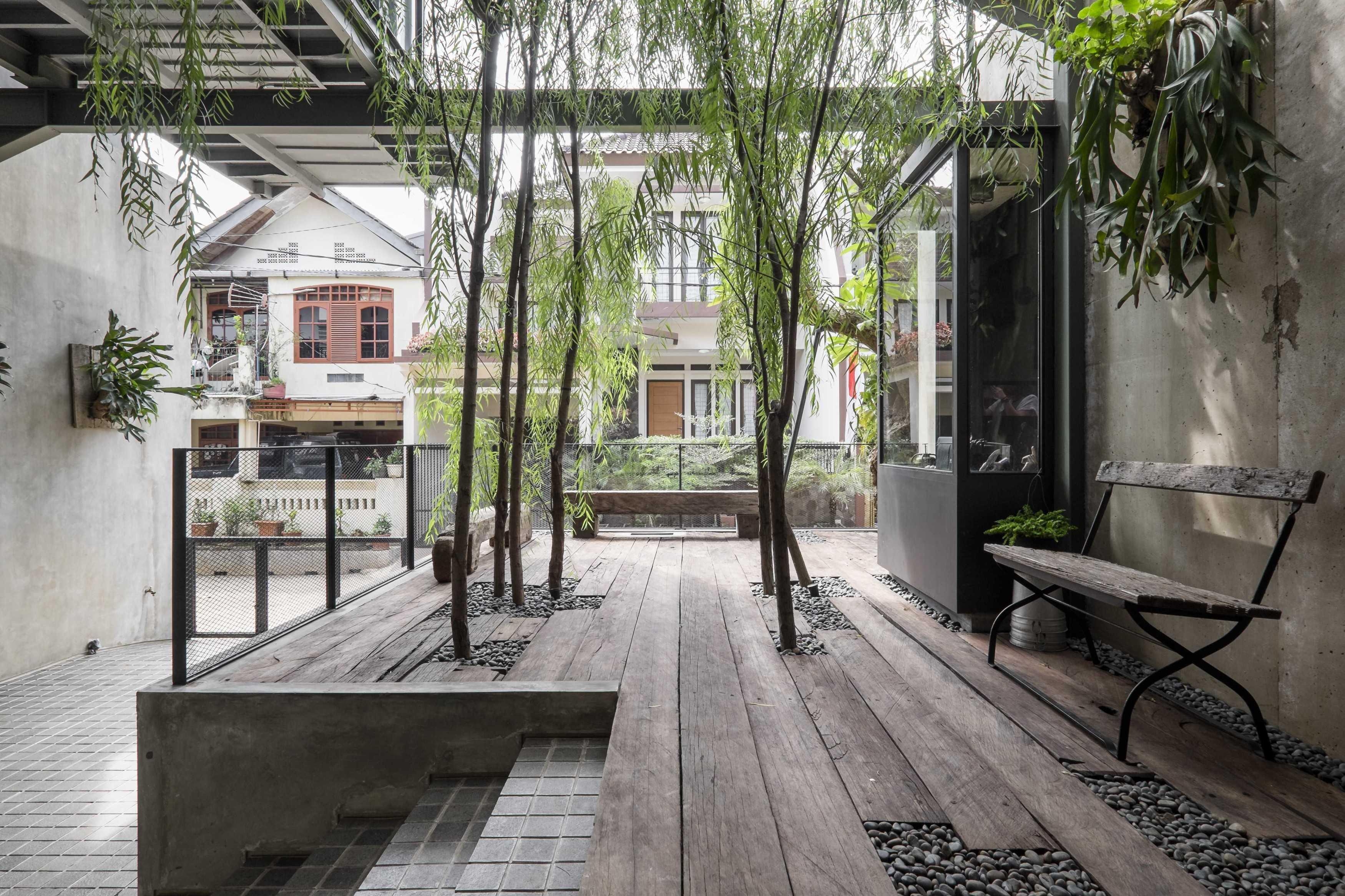 Bitte Design Studio Aa Residence Cimanggis, Indonesia Cimanggis, Indonesia Terrace   23127