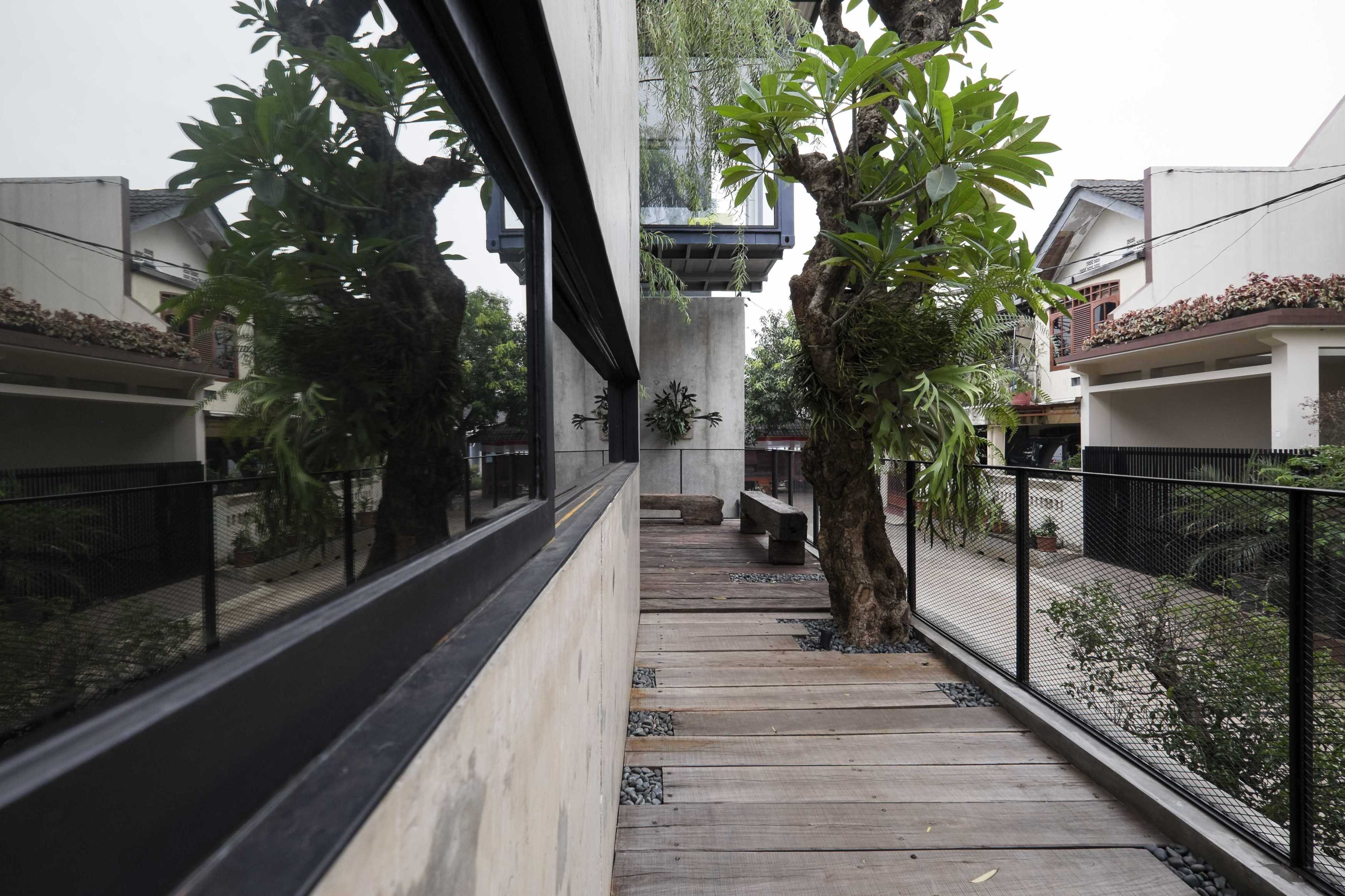 Bitte Design Studio Aa Residence Cimanggis, Indonesia Cimanggis, Indonesia Terrace   23130