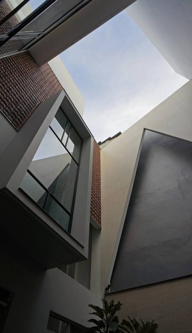 Sonny Sutanto Architects Sonny Sutanto Architects New Office Sunter, North Jakarta, Indonesia Sunter, North Jakarta, Indonesia Courtyard Void   2102