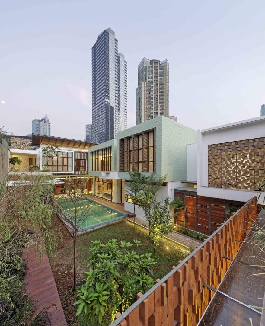 Atelier Cosmas Gozali Denpasar Residence At Kuningan Jakarta, Indonesia Jakarta, Indonesia Swimming Pool View  <P>Photo By Fernando Gomulya</p> 2278