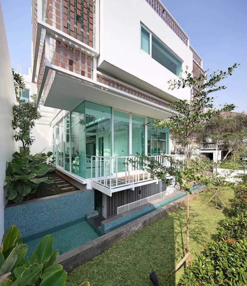 Atelier Cosmas Gozali Gading Residence Kelapa Gading, North Jakarta Kelapa Gading, North Jakarta Living Room   31262
