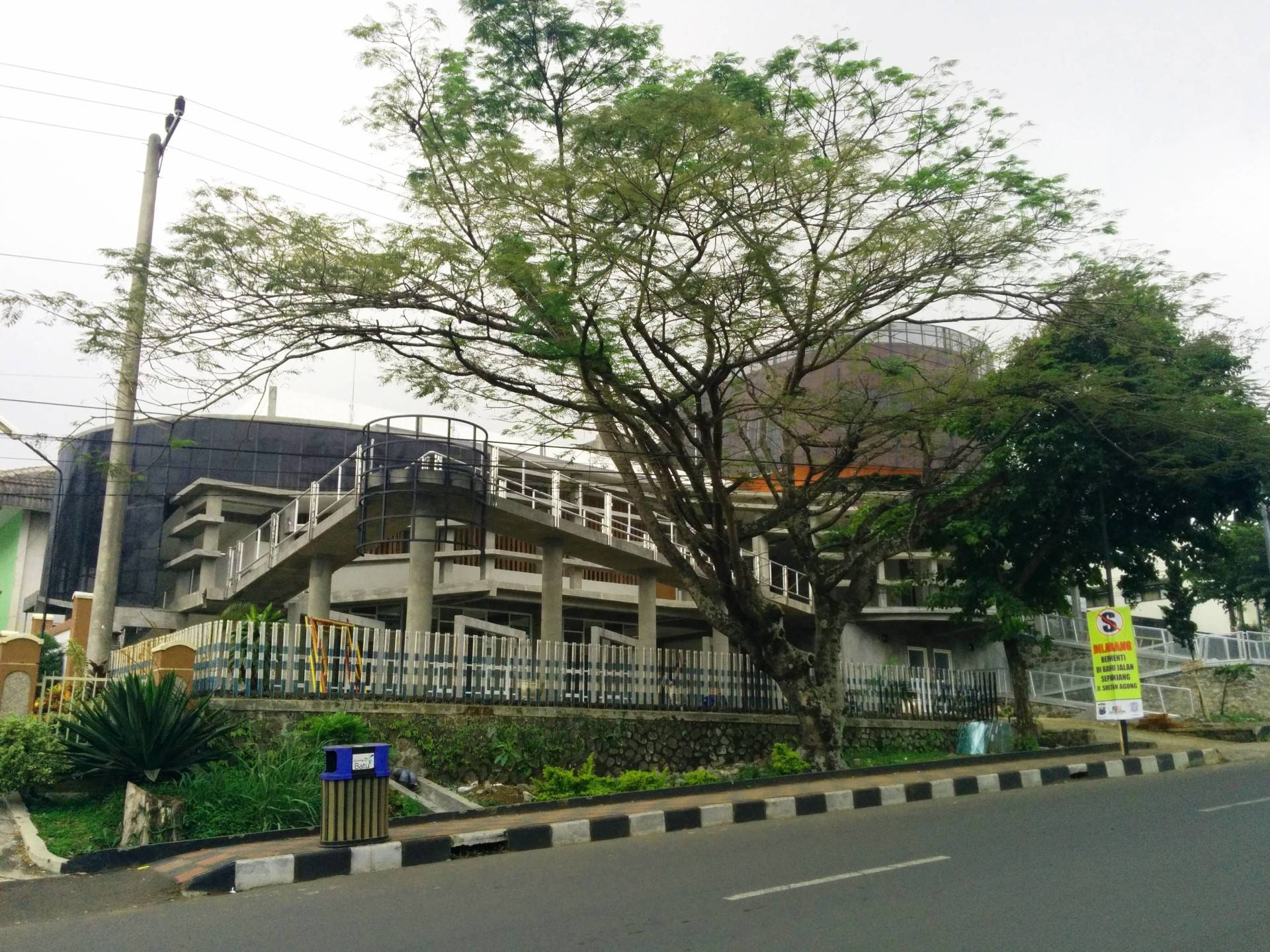 Haris Wibisono, Iai Veteran Building At Kota Batu Malang, East Java, Indonesia Malang, East Java, Indonesia Exterior-1   2526