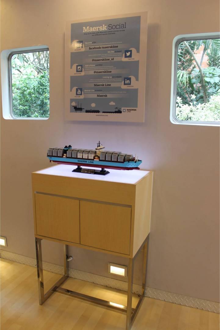 Tito Lukito Maersk Line Container Mobile                 Jakarta, Indonesia Indonesia Maersk-Interior9 Skandinavia  2819