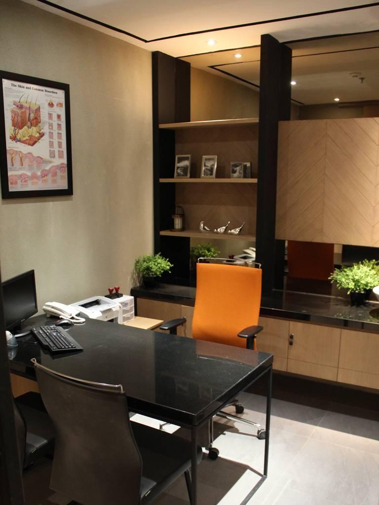 Pivot Eight Erha Clinic At Summarecon Mall Jl. Tangkuban Perahu Raya No.222, Kayuringin Jaya, Bekasi Sel., Kota Bks, Jawa Barat 17144, Indonesia Bekasi, West Java, Indonesia Consultation-Room   3489