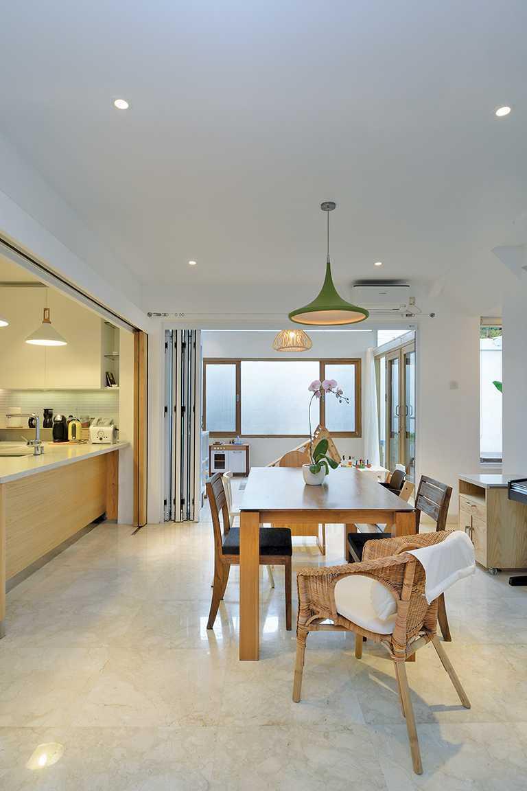 Tau Architect Tsang Residence Jl Fatmatwati Jl Fatmatwati Dining Room Tropis  15299