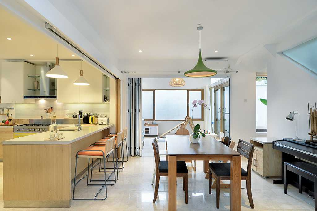 Tau Architect Tsang Residence Jl Fatmatwati Jl Fatmatwati Dining Room And Kitchen Tropis  15300