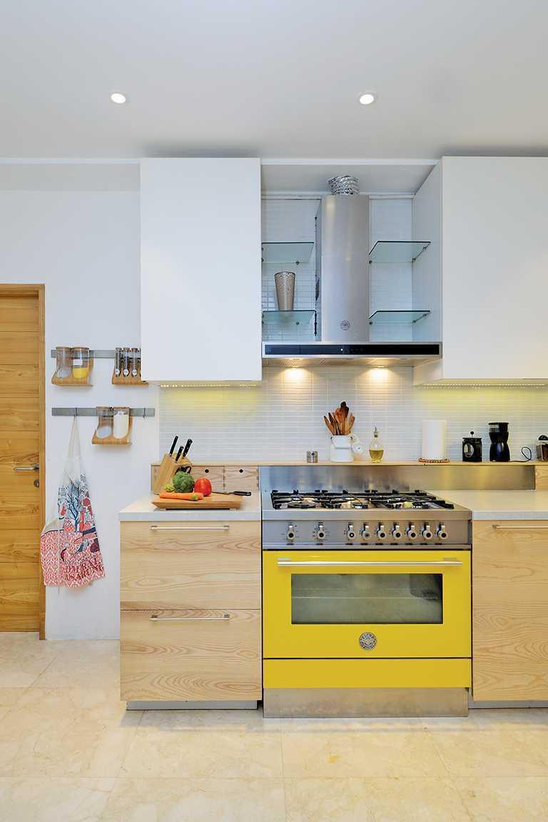 Tau Architect Tsang Residence Jl Fatmatwati Jl Fatmatwati Kitchen Tropis  15301