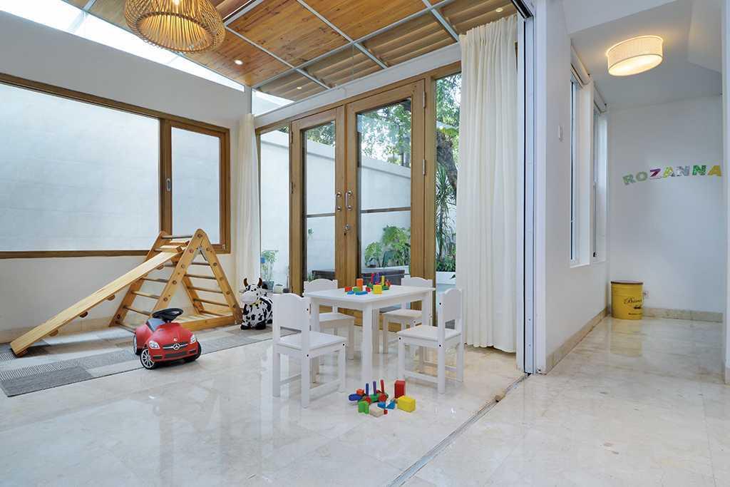 Tau Architect Tsang Residence Jl Fatmatwati Jl Fatmatwati Play Room Tropis  15302