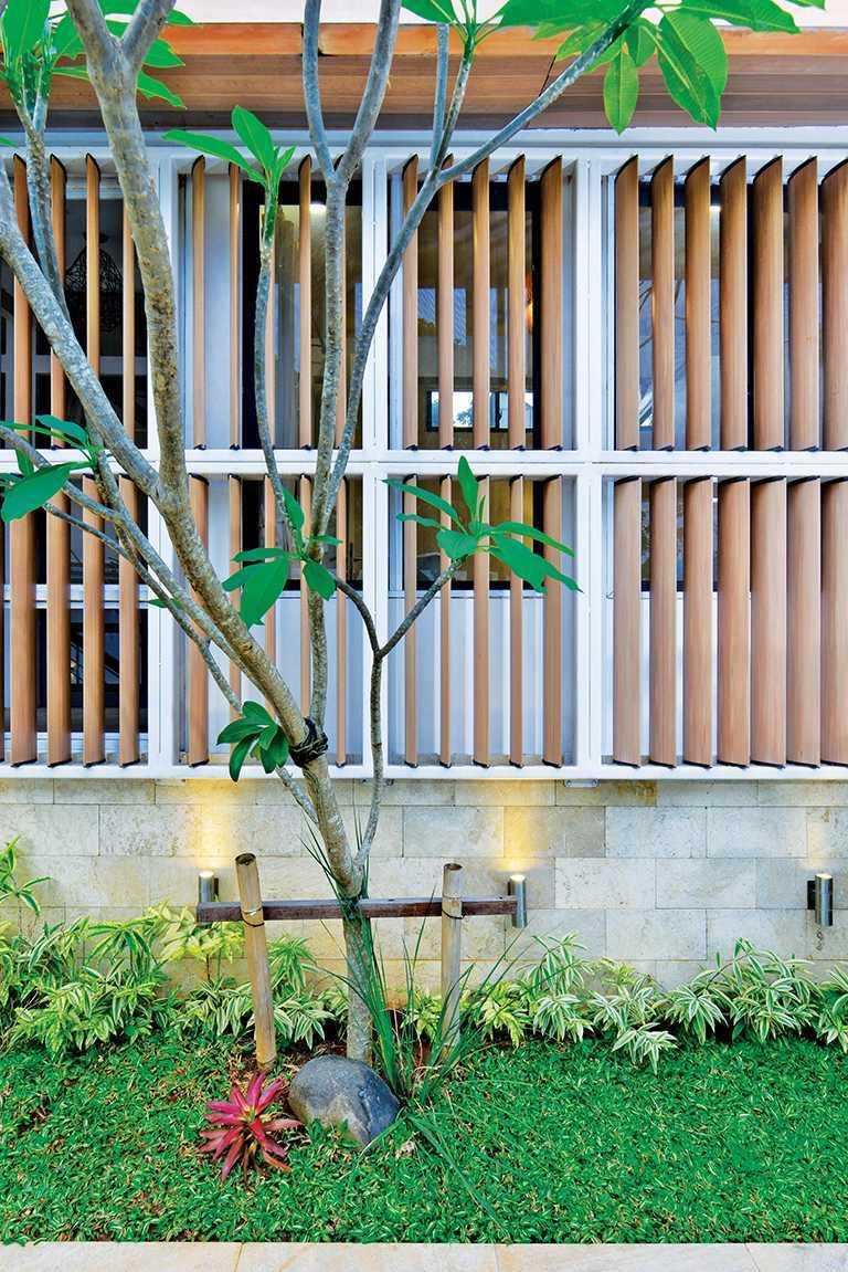 Tau Architect Tsang Residence Jl Fatmatwati Jl Fatmatwati Exterior Tropis  15308