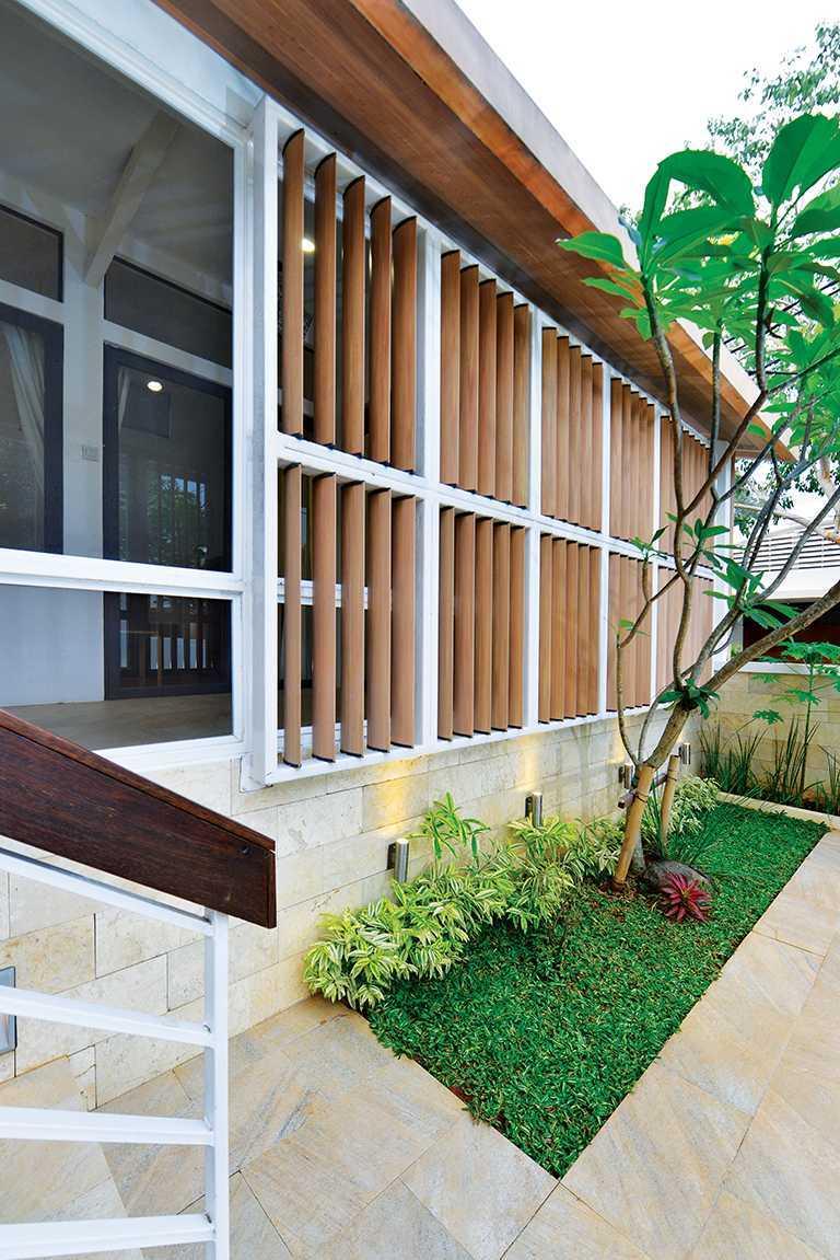 Tau Architect Tsang Residence Jl Fatmatwati Jl Fatmatwati Small Garden Tropis  15309