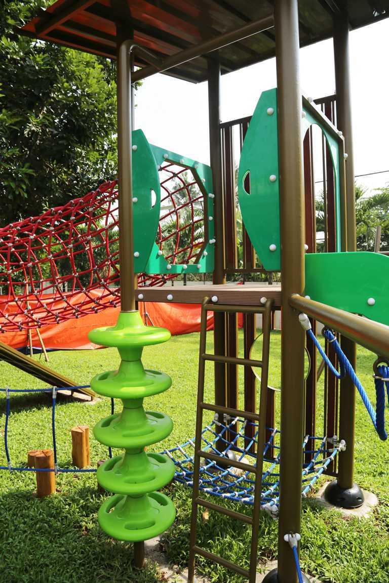 Tau Architect Jakarta Montessori School Ragunan Jakarta Ragunan Jakarta Montessori Playground Tropis  16724