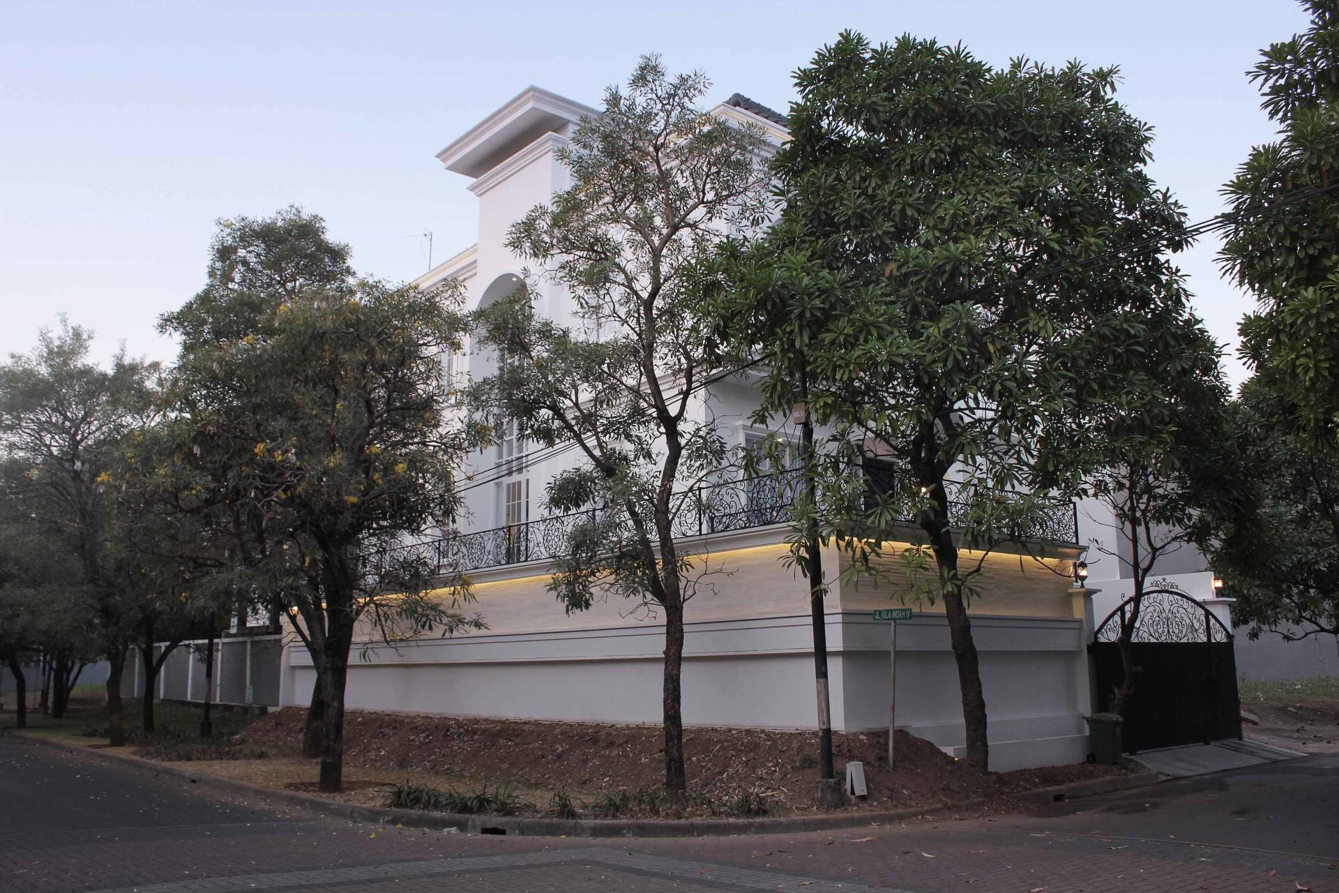 Nico Gowindra He-House Villa Pondok Indah Villa Pondok Indah Facade   3798