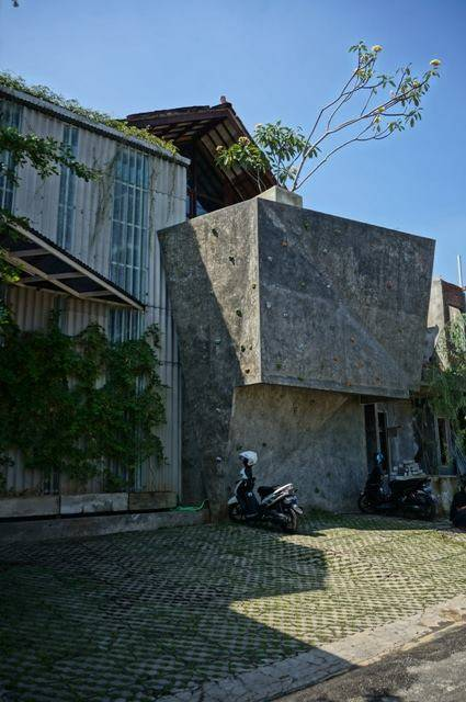 Akanoma Yu Sing Samsara Pictures Production House South Jakarta, Indonesia South Jakarta, Indonesia Climbingwall-At-Parking-Area Tropis  4201