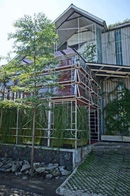 Akanoma Yu Sing Samsara Pictures Production House South Jakarta, Indonesia South Jakarta, Indonesia Facade-View Tropis  4204