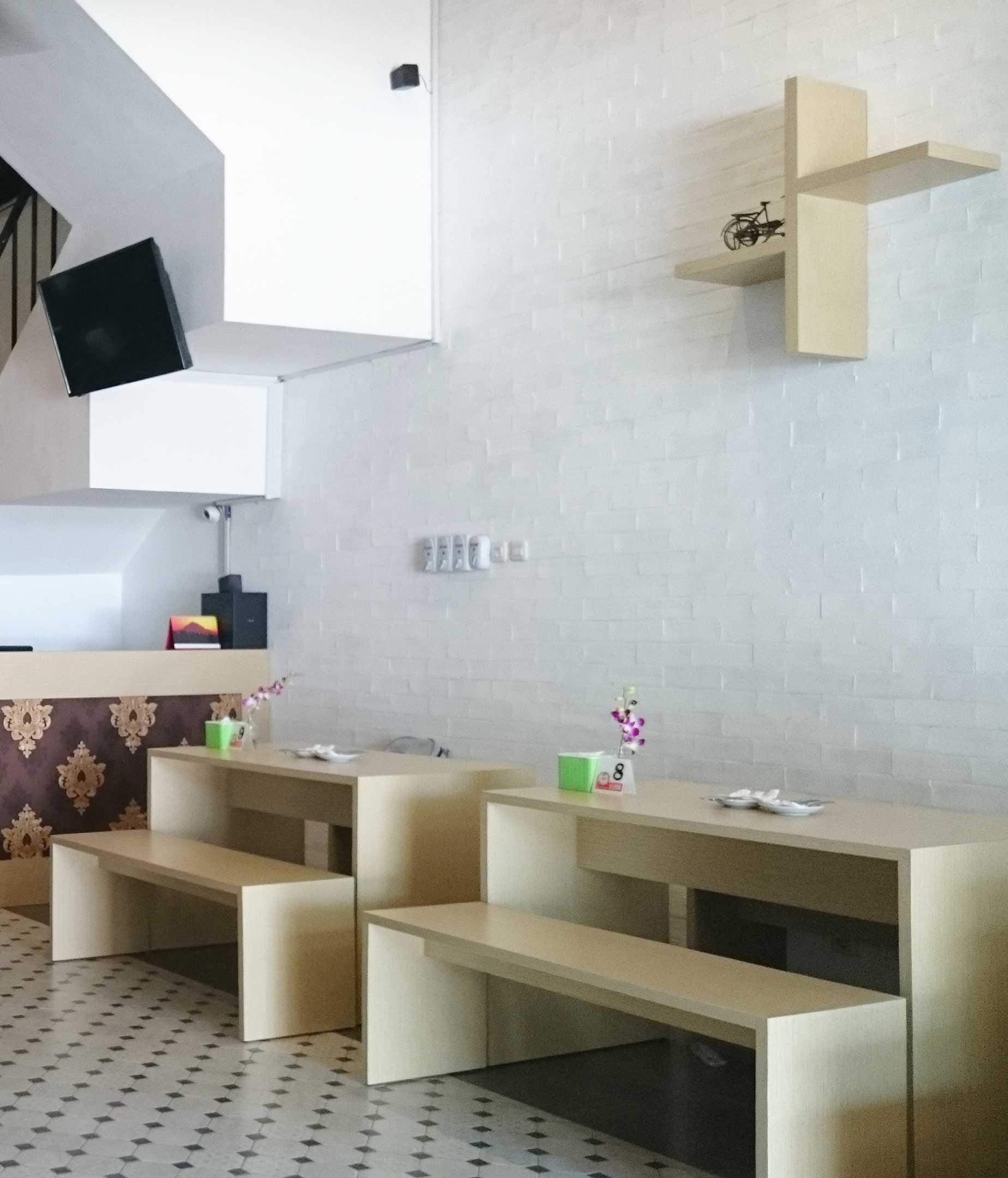 Equator.architect Restoran Ayam Kluruk Serpong Serpong Dining Area   16429