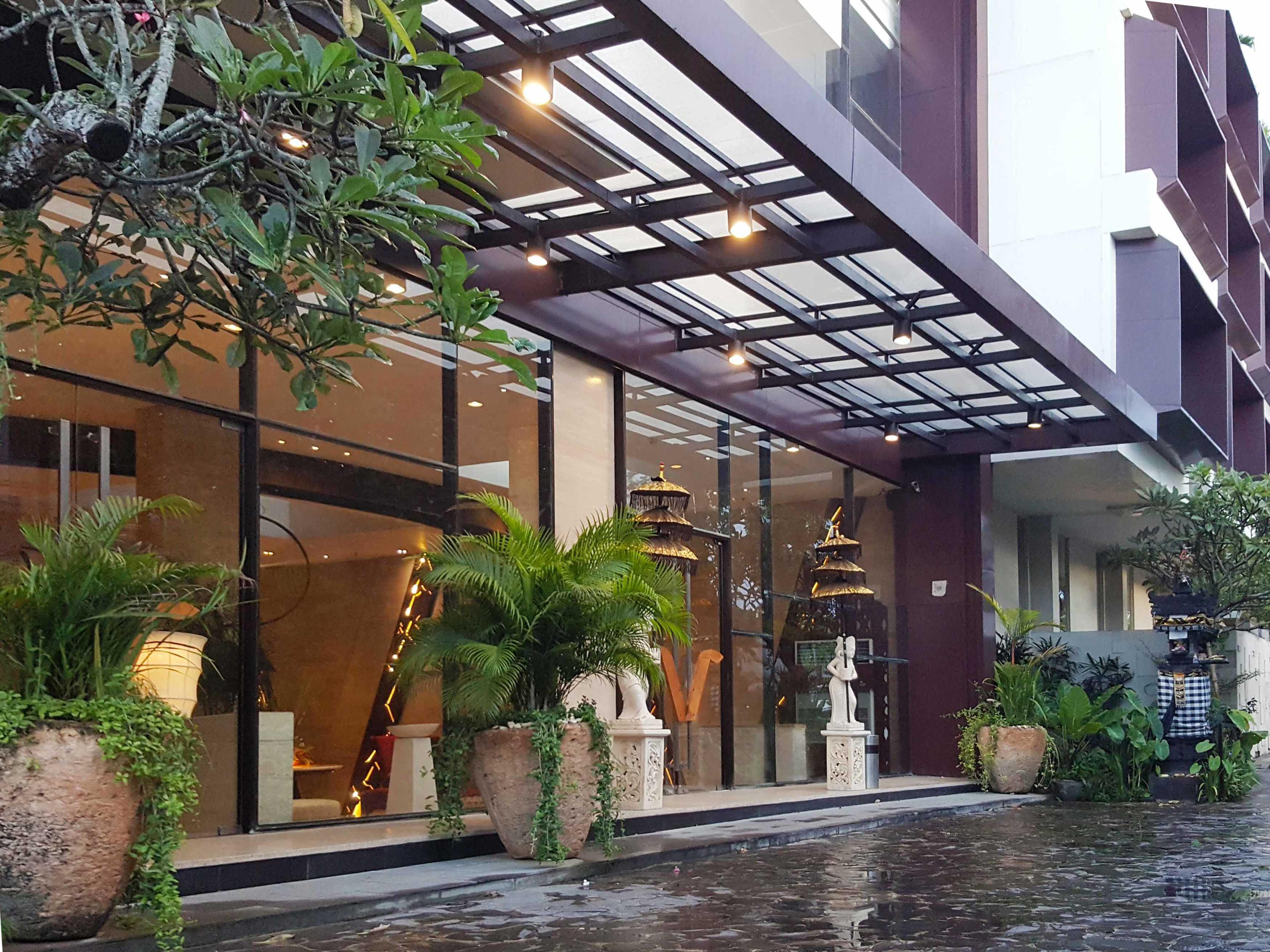 Monokroma Architect Golden Tulip Devinz Skyvilla Seminyak, Bali Seminyak, Bali Entrance Area Modern  29915