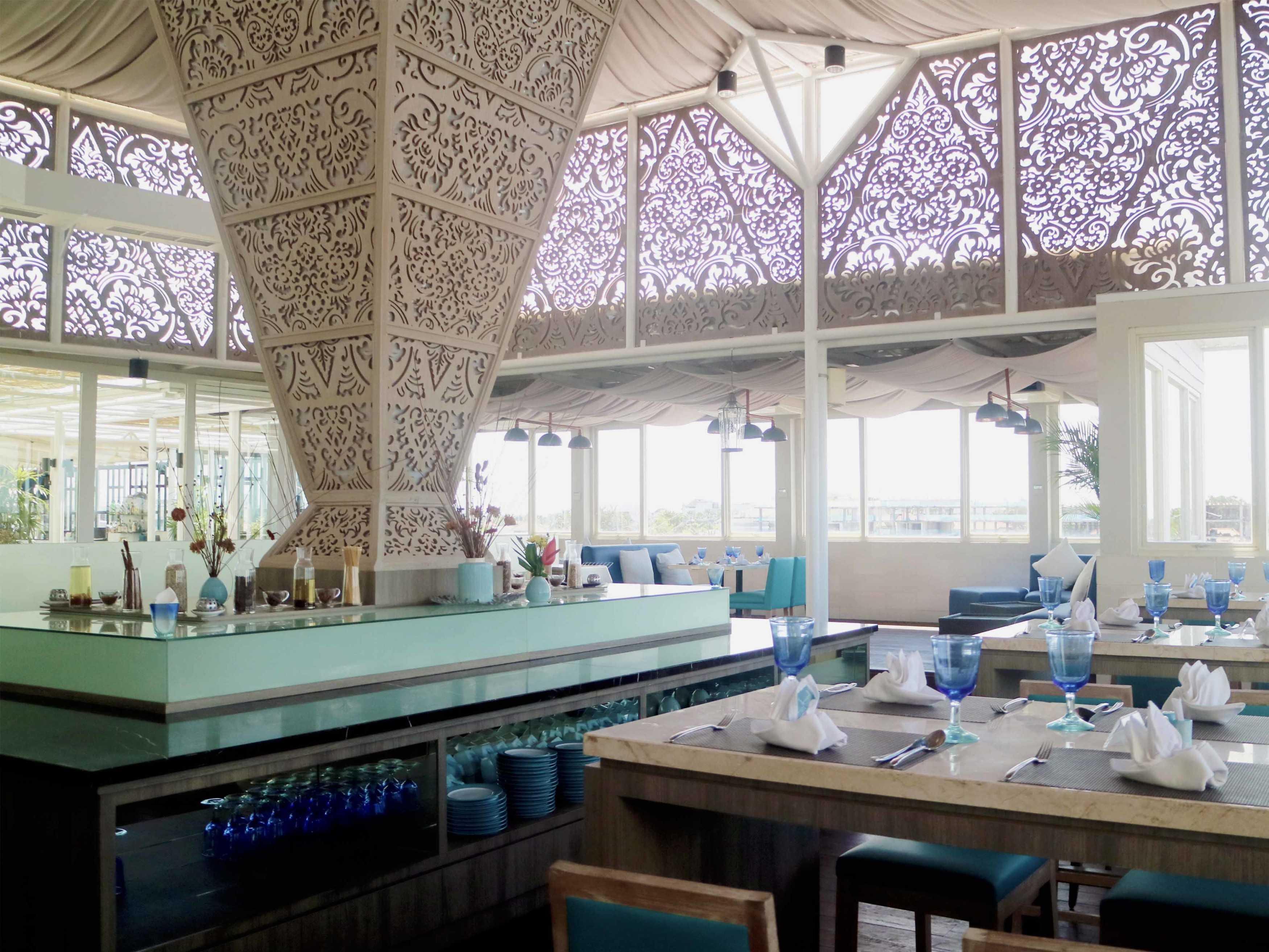 Monokroma Architect Golden Tulip Devinz Skyvilla Seminyak, Bali Seminyak, Bali Rooftop Restaurant Modern  29938