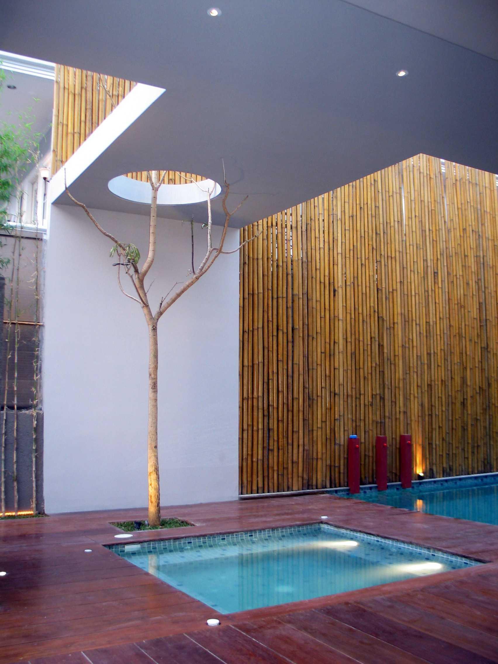 Herryj Architects Gv House Lippo Karawaci Lippo Karawaci Swimming Pool Tropis  23926