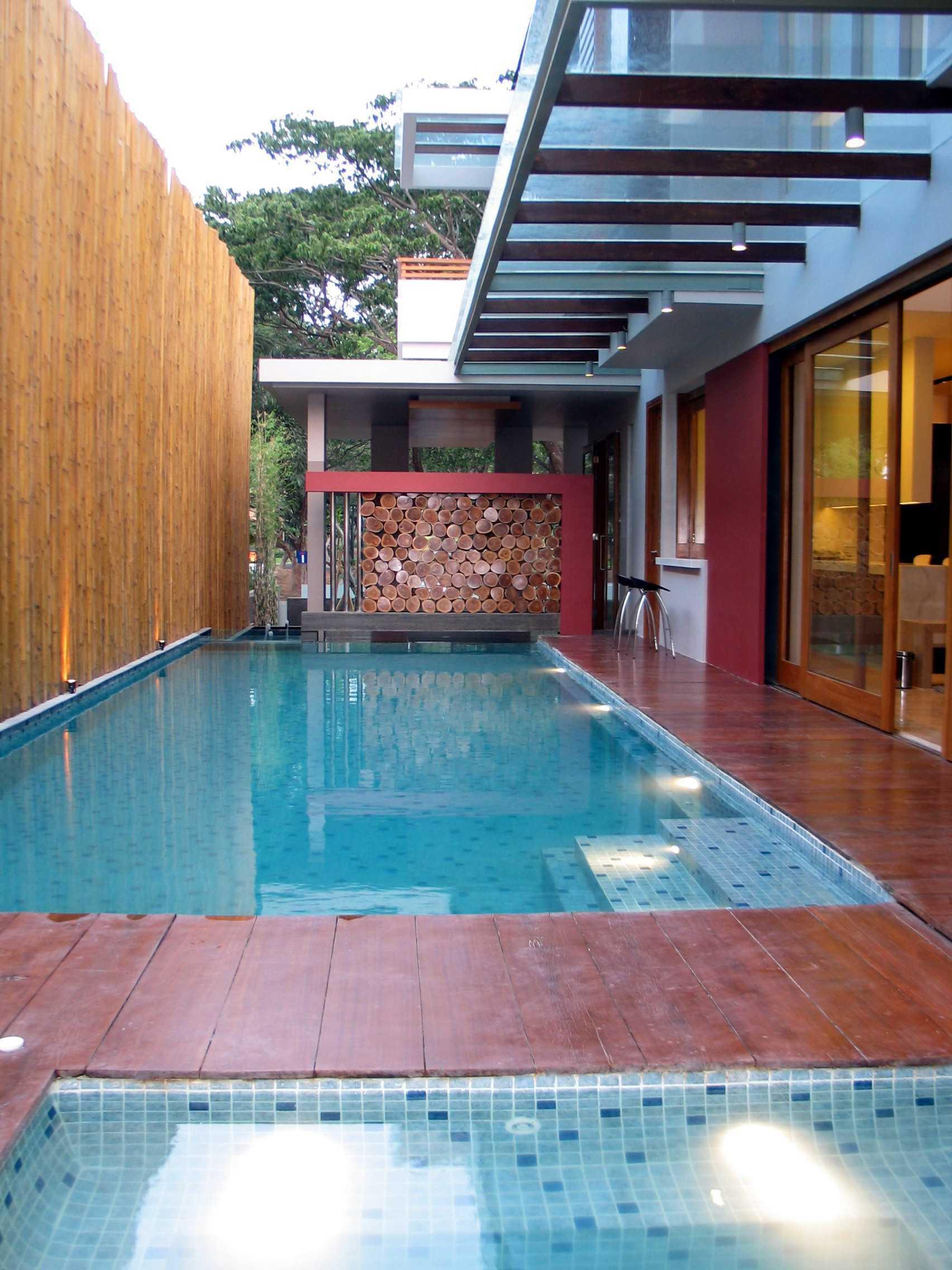 Herryj Architects Gv House Lippo Karawaci Lippo Karawaci Swimming Pool Tropis  23927
