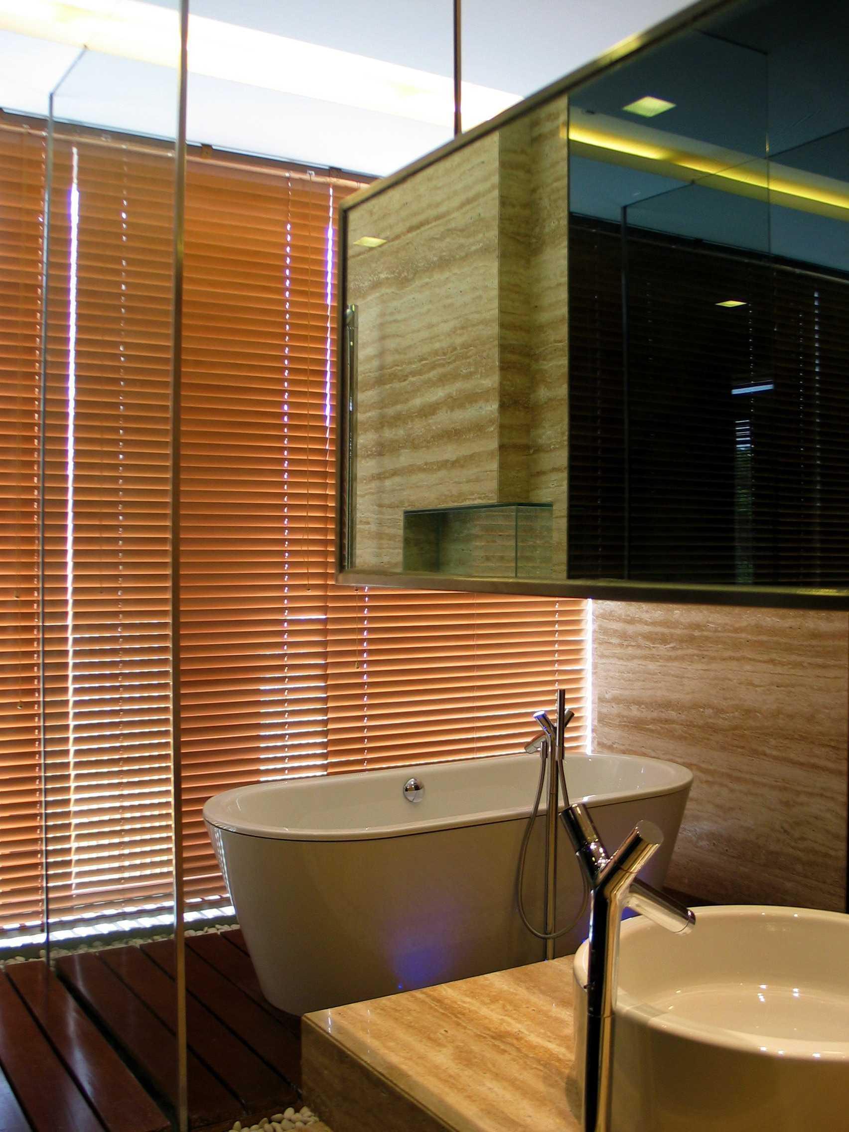 Herryj Architects Gv House Lippo Karawaci Lippo Karawaci Bathroom Tropis  23935