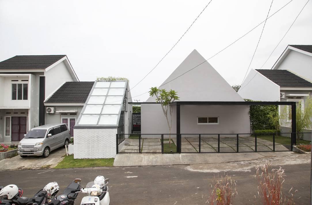 Sontang M Siregar Dj House Bengkulu, Indonesia Bengkulu, Indonesia Front-View Minimalis  6011
