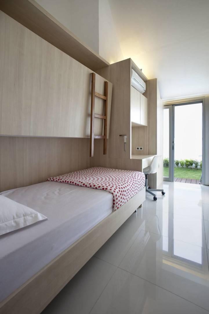 Sontang M Siregar Dj House Bengkulu, Indonesia Bengkulu, Indonesia Rollaway-Bed-1 Minimalis  6017