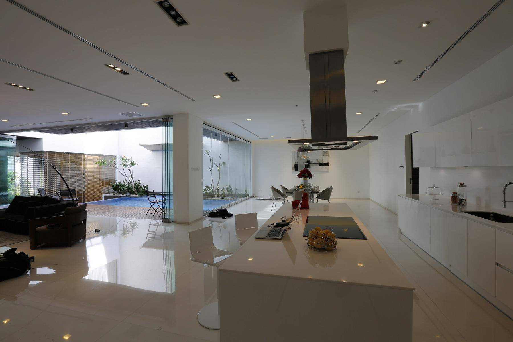 Julio Julianto The Minimal White House At Jimbaran Asri Bali, Indonesia Bali, Indonesia Pantry Modern  5916