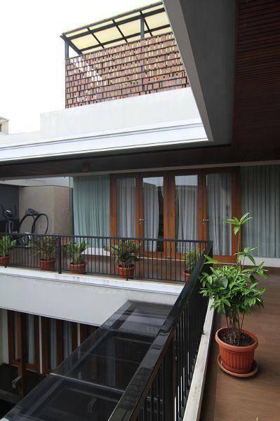 Julio Julianto Balinese Modern House At Pantai Indah Kapuk Jakarta, Indonesia Jakarta, Indonesia Balcony Modern  5940