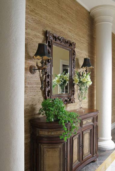 Iwan Sastrawiguna The Timeless Classic Surabaya, Indonesia Surabaya, Indonesia Foyer Kontemporer <P>As You Enter This Foyer, Marbled Wall Is Guarded With Two Plastered Doric Columns, Wooden Chest, Sconces With Black Shade And Mirror Frame.</p> 6627