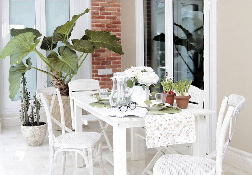 Iwan Sastrawiguna The Timeless Classic Surabaya, Indonesia Surabaya, Indonesia Rear-Porch Kontemporer <P>A White Outdoor Dining Table And X-Shape Bistro Chairs Are Placed In The Rear Porch That Is Next To Swimming Pool.</p> 6629
