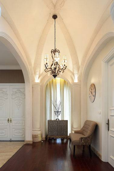 Iwan Sastrawiguna Classic In White Lattice Jakarta, Indonesia Jakarta, Indonesia Gothic-Foyer Kontemporer <P>Gothic Foyer With Plastered Arched Ceiling, Four Plastered Columns With Hidden Uplights, And Iron Chandelier.</p> 6634
