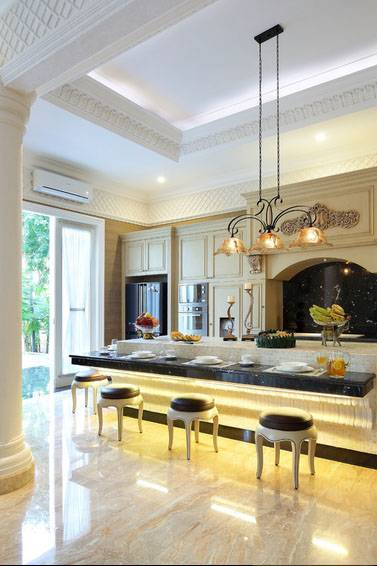 Iwan Sastrawiguna Classic In White Lattice Jakarta, Indonesia Jakarta, Indonesia Kitchen Kontemporer <P>Kitchen Island Is Covered With Tumbled Stone Mosaic. An Elongated Corbel Is Custom Made To Support The Black Granite L-Shape Counter Top. This Kitchen Island Has Become The Most Favorite Breakfast Nook In My Client's House.</p> 6636