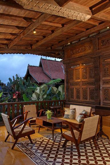 Iwan Sastrawiguna Javanese Reclaimed Wooden House Indonesia Indonesia Gebyok-Porch1 Kontemporer <P>A New Porch Is Made In The Front Of An Antique Traditional Javanese Reclaimed Wooden House. Wooden Cow Bells Are Used As Pendant Lamps Above Dining Table. The 1960's Rattan Wooden Settee Is Filled With Prewashed Batik Patchwork Pillows For Casual Lounging.</p> 6643
