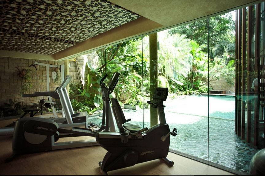 Iwan Sastrawiguna An Opulent Modern Tropical Singapore Singapore Gym Area Klasik,kontemporer,tropis,modern <P>Home Gym With Frameless Glass Window Overlooking To Swimming Pool And Spiral Staircase.</p> 6650