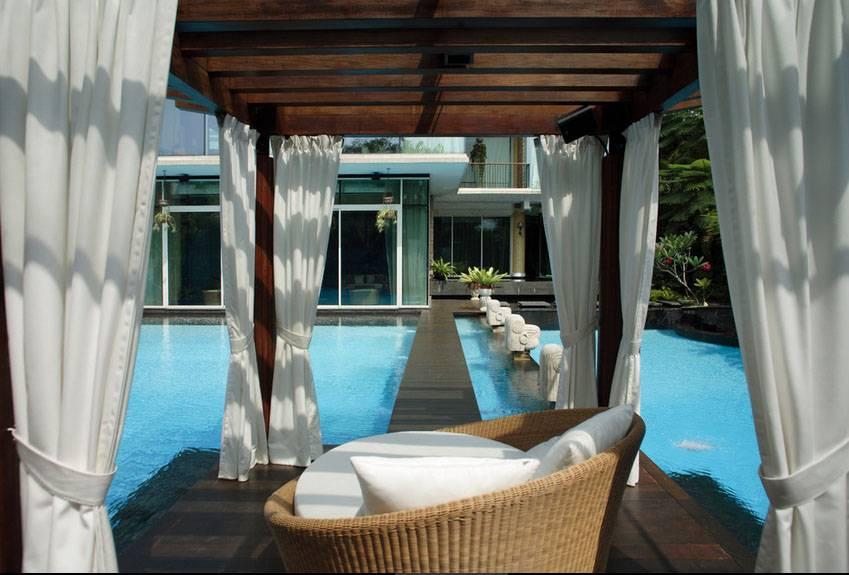 Iwan Sastrawiguna An Opulent Modern Tropical Singapore Singapore Swimming Pool & Gazebo Klasik,kontemporer,tropis,modern <P>Wooden Gazebo With Glass Roof, Waterproof White Curtains And Outdoor Speakers.</p> 6653