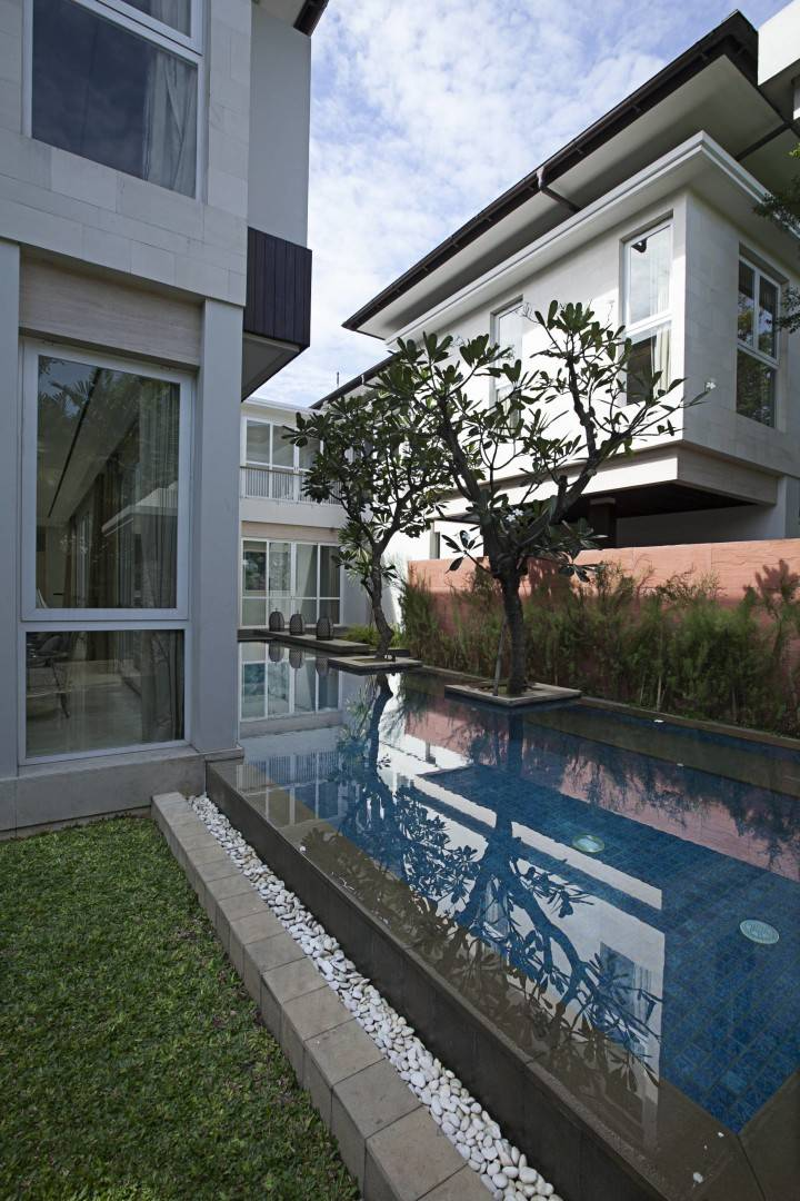Adria Yurike Architects Taman Cilandak House South Jakarta, Indonesia South Jakarta, Indonesia Swimming Area   6935