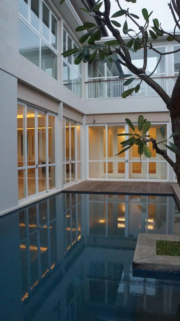 Adria Yurike Architects Taman Cilandak House South Jakarta, Indonesia South Jakarta, Indonesia Pool Deck   6938